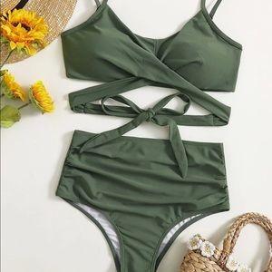 High-waisted bikini